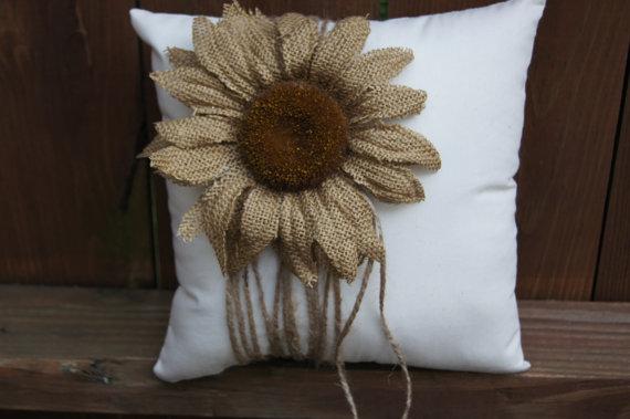 Decoración cálida y rústica: modelos de flores de arpillera